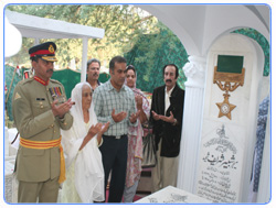 Major General Raza Muhammad, General Officer Commanding, offering fateha at the Grave of Major Shabbir Sharif Shaheed